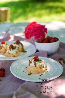MINI PAVLOVOVEJ TORTIČKY S MASCARPONE A MANDĽOVÝM MASLOM