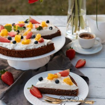 LIESKOVCOVÁ TORTA S TVAROHOVÝM KRÉMOM A OVOCÍM (bez múky)