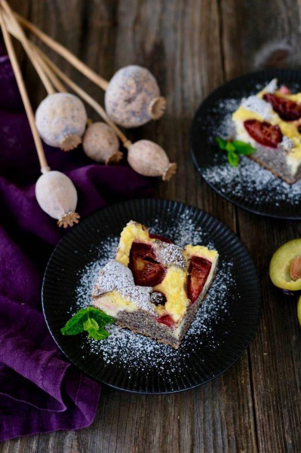 Makový koláč s tvarohom a slivkami